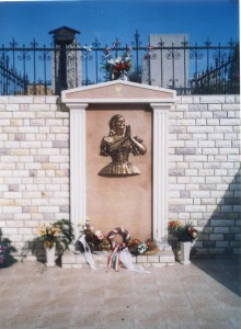 Síremléke a nekézsenyi temetőben