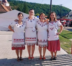 nekézsenyi lányok a hagyományőrző napon