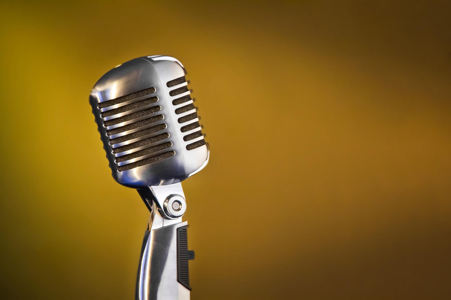microphone-1977718_1920